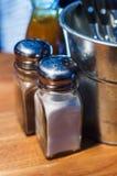 Coltelleria sulla tavola nel pub Fotografia Stock Libera da Diritti
