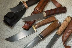 Coltelli di caccia dall'acciaio di Damasco Fotografia Stock