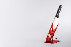 Coltello da cucina infradiciato sangue Fotografia Stock
