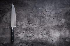 Coltello da cucina sul bordo concreto o di legno Fotografie Stock Libere da Diritti