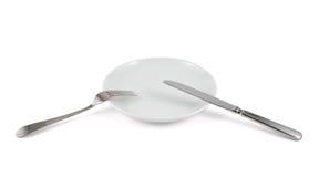 Coltello da tavola, forcella e piatto ceramico isolati Fotografie Stock Libere da Diritti