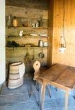 Coltivando gli strumenti e gli accessori per la fabbricazione formaggio e delle mucche di mungitura il vecchio modo tradizionale fotografia stock