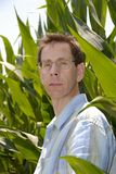 Coltivatore nel suo campo di mais Fotografia Stock Libera da Diritti