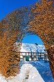 Coltivi la casa con l'alta barriera nel Eifel Immagine Stock