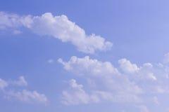 Coluds con cielo blu Immagini Stock