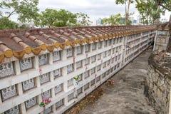 Columbarium - βουδιστικό νεκροταφείο Δημόσια αποθήκευση των cinerary δοχείων στοκ εικόνες