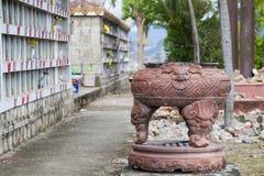 Columbarium - buddhistischer Kirchhof Allgemeine Lagerung von cinerary Urnen Stockfoto