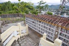 Columbarium - buddhistischer Kirchhof Allgemeine Lagerung von cinerary Urnen Stockbilder