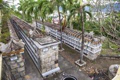 Columbarium - cementerio budista Almacenamiento público de urnas cinerarias fotos de archivo