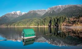 Columbia Británica de Vancouver de las montañas del depósito de Capilano Imagenes de archivo