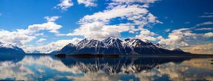 Columbia Británica el Yukón del lago Atlin imagen de archivo