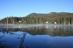 Columbia Britânica Canadá da reflexão do lago Fotografia de Stock Royalty Free