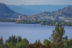 Columbia Britânica Canadá de Kelowna da skyline de Kelowna e do lago Okanagan Fotos de Stock Royalty Free