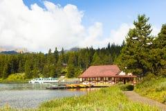 Columbia Britânica ocidental de Canadá do parque nacional de banff do lago Maligne Foto de Stock