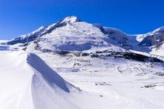 Columbia Icefield i vintersäsongen som täckas med snö Royaltyfri Fotografi