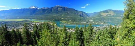 Columbia River dal på Revelstoke från den monteringsRevelstoke nationalparken, British Columbia Arkivbilder