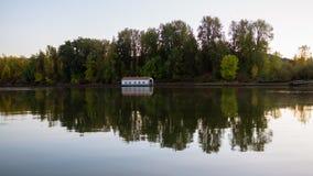 Columbia River i höstfärger fotografering för bildbyråer