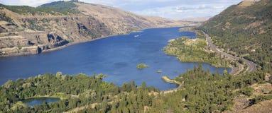 Columbia River klyfta från Rowena Crest Panorama arkivbild