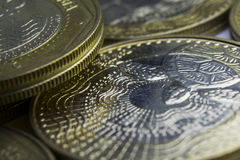 1000 Columbiaanse peso'smuntstukken Macro van muntstukkensamenstelling Royalty-vrije Stock Fotografie