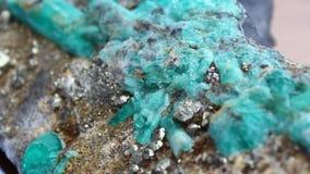 Columbiaanse smaragdgroene steen stock videobeelden