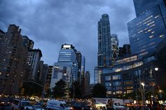 Columbus Circle, le trafic de nuit de New York City photos stock