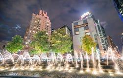 Columbus Circle springbrunn på natten, New York City Arkivfoton