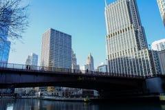 Columbus Drive- und Chicago-Wolkenkratzer Stockbilder