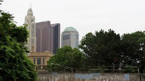 Columbus Skyline através das árvores Imagem de Stock Royalty Free