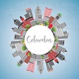 Columbus Skyline avec Gray Buildings, le ciel bleu et l'espace de copie illustration libre de droits