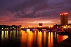 Columbus Town St. puente en la noche Fotografía de archivo