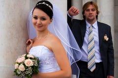 Column&newlyweds imagen de archivo libre de regalías