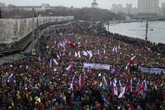 Column of oppositionists on mourning march of memory of Boris Nemtsov Royalty Free Stock Photos