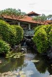 Columna adornada en jardín formal del Balinese foto de archivo libre de regalías