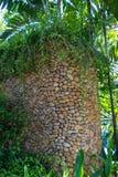 Columna adornada en jardín formal del Balinese Imágenes de archivo libres de regalías