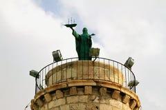 Columna con la estatua de Fermina del santo Civitavecchia, Italia Foto de archivo libre de regalías