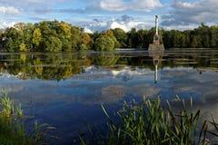 Columna de Chesme en el parque de Catherine, St Petersburg, Rusia Fotografía de archivo libre de regalías