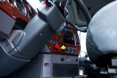 Columna de dirección y tablero de instrumentos en taxi semi del camión stock de ilustración