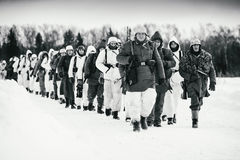 Columna de la infantería de Wehrmacht Foto blanco y negro de Pekín, China Imagenes de archivo