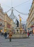 Columna de la trinidad de la calle y del agujero de Graben en Viena en Austria con Imágenes de archivo libres de regalías