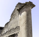 Columna de mármol en Pompeya Italia fotos de archivo
