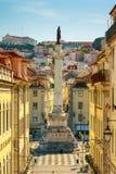Columna de Pedro IV, el monumento en el centro del cuadrado de Rossio, Lisboa mañana asoleada Imagenes de archivo