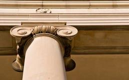 Columna de piedra clásica Imágenes de archivo libres de regalías