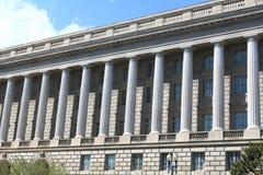 Columna en el edificio de la justicia Deaprtment imagenes de archivo