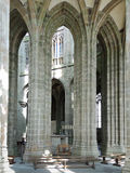 Columna en el pasillo de la iglesia-abadía Mont Saint Michel Foto de archivo