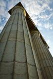 Columna griega que lanza para arriba Imágenes de archivo libres de regalías