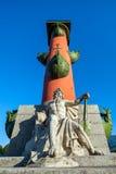Columna rostral con la estatua de Neptuno fotografía de archivo