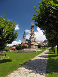 Columna y castillo de la plaga en Kremnica foto de archivo libre de regalías