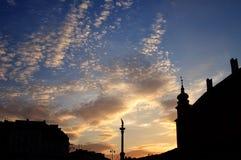 Columna y estatua de los vasos en la puesta del sol, Varsovia, Polonia de rey Sigismund III Imagen de archivo