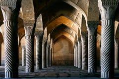 Columnas antiguas de la mezquita de Vakil en Shiraz Imagenes de archivo
