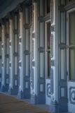 Columnas azules del edificio Imagen de archivo libre de regalías